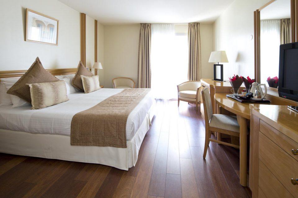Hotel-Mercure-Cannes-Croisette-Beach