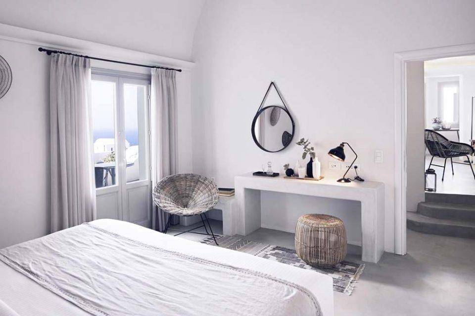Oia-Santo-Maris-Luxury-Suites-and-Spa